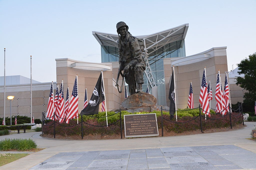 Iron Mike statue in front of the Airborne & Special Operations Museum, Downtown Fayetteville, credit: Hegemanc